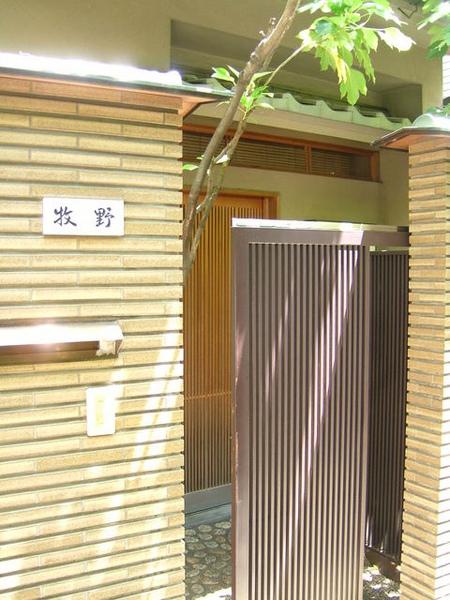 湯島神社旁很多這種充滿濃濃日式風情的民家,感覺真好