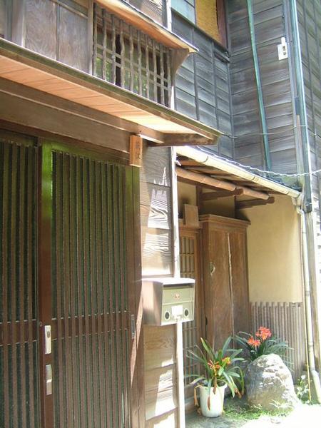 另一戶滿布日本風情的木造屋