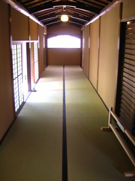 走道景觀,左邊出入口就是與洋房相連處
