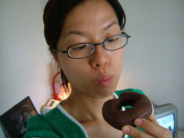 基本款巧克力甜甜圈,你要被我吃掉了
