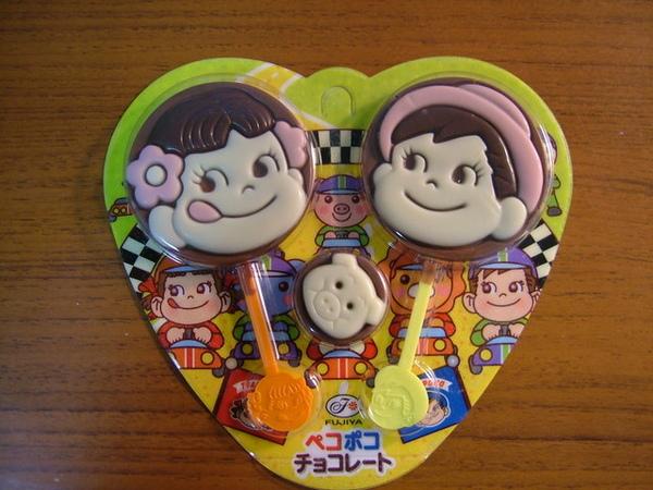 住樓下的大陸同學送我的不二家巧克力棒棒糖