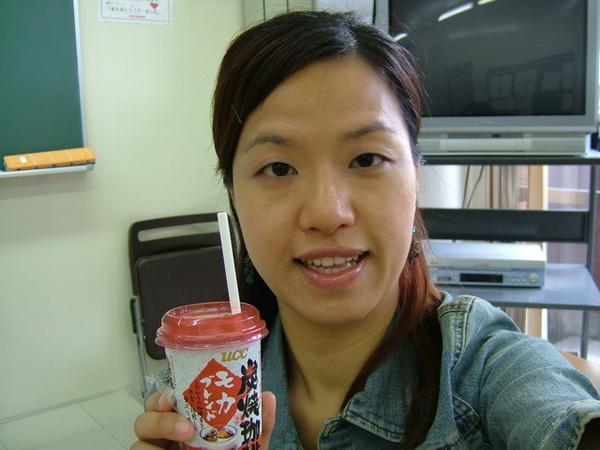 台灣好像沒賣呴~UCC的這種碳燒咖啡超好喝,我愛