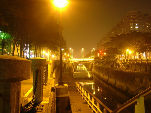 美麗夜景(閃紅燈照)