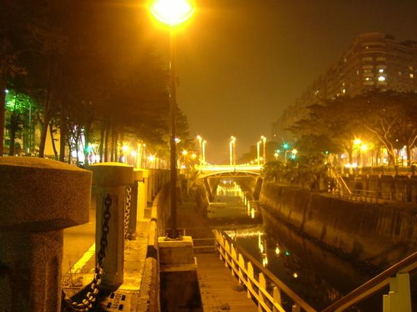美麗夜景(閃綠燈照)