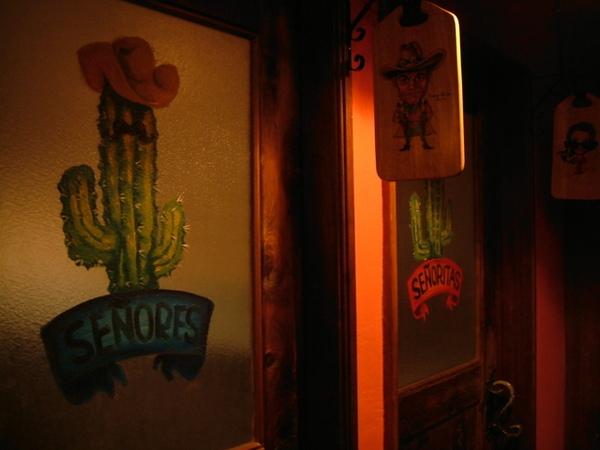 連洗手間大門都裝飾得這麼可愛