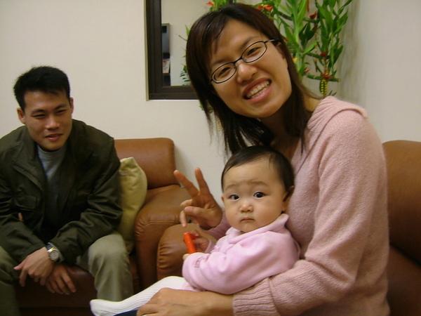 晚上到台南看魏家小寶貝--裕恩妹妹