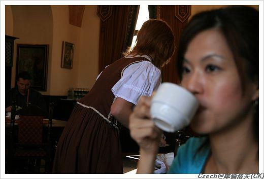 服務小姐都穿傳統歐洲服飾