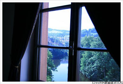 飯店窗戶往外看