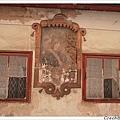 很有歷史的住家,牆上有非常漂亮的人物畫像