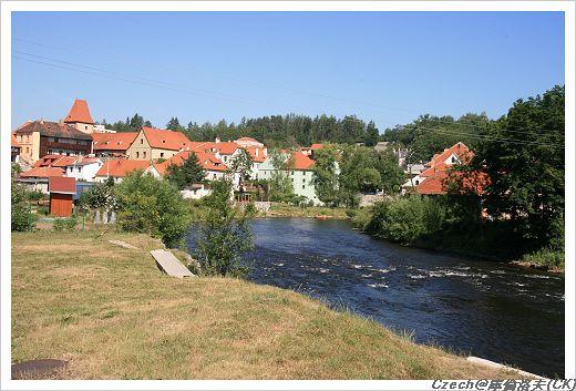 CK的伏爾塔瓦河邊的美麗住宅