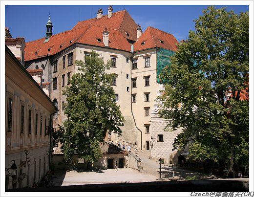 由彩繪塔往城堡區看