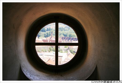 怎麼連窗戶都這麼可愛,是圓形的