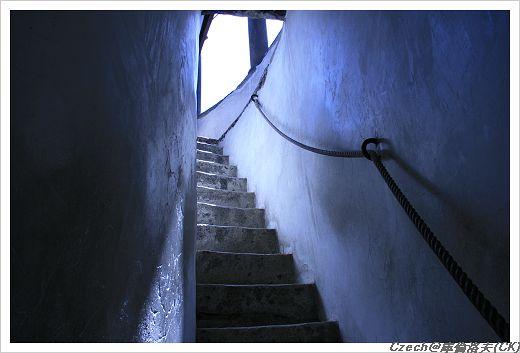 登上最頂端的最後一道樓梯