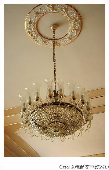 一進飯店就看到美麗的吊燈