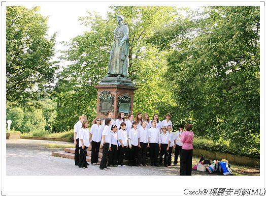 學生們在練唱