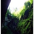 鐘乳石洞內不可拍照,到戶外地時,當地導遊假裝沒看到,讓大家拍