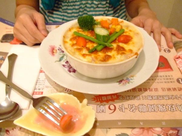 蕙雯的奶油蔬菜焗麵,奶味香,味道也可以