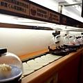 下方是旋轉壽司