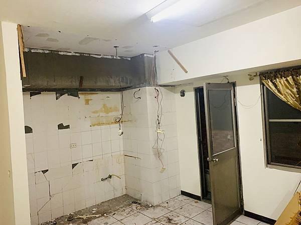 廚房-拆除後