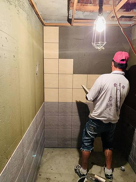 主臥浴室-牆面貼磁磚