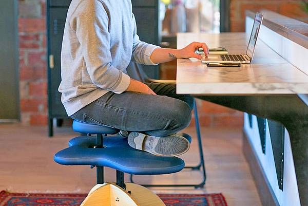 office-chair-that-lets-you-sit-cross-legged-3605