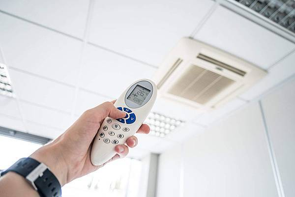 controlling-office-room-temperature-with-air-conditioning-remote-control_free_stock_photos_picjumbo_DSC09294-2210x1473