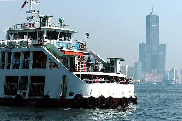 通傳-鼓山往返旗津渡輪6月9日至12日11時至17時,管制一般遊客燃油機車登船。