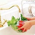 用鹽巴洗菜?常見3大錯誤洗菜法