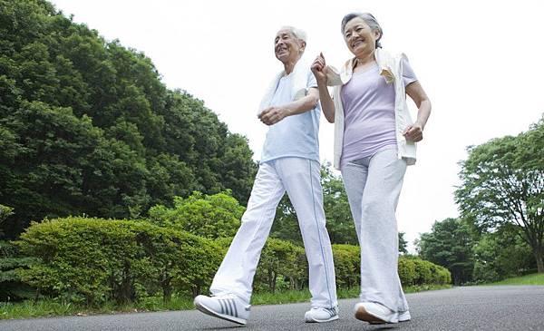 天天健走5公里 有效預防骨鬆.jpg