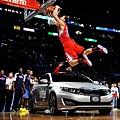 Blake_Griffin_NBA_Slam_Dunk_Contest_2011