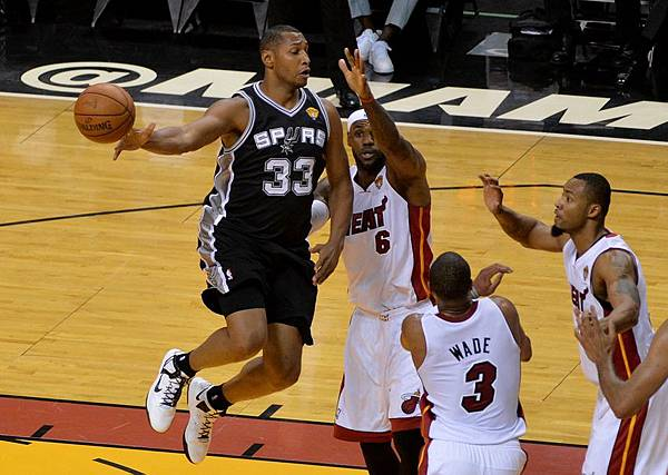 lebron-james-boris-diaw-nba-finals-san-antonio-spurs-miami-heat.jpg