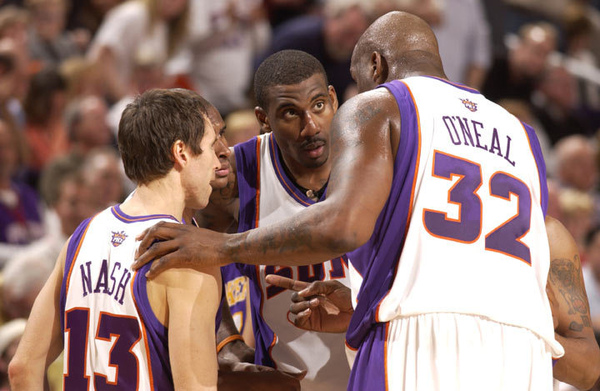 080220_shaq_huddle_teammate.jpg