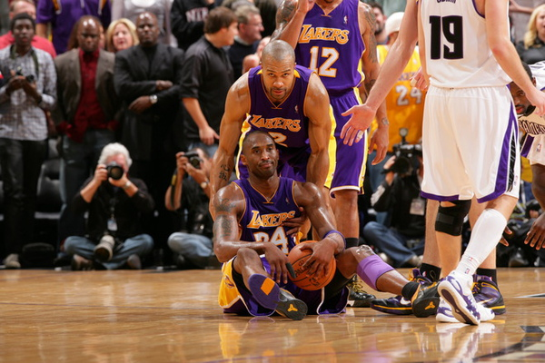 58ef74c3efe502c3f9437e9427ba753f-getty-90042422rw032_lakers_kings.jpg