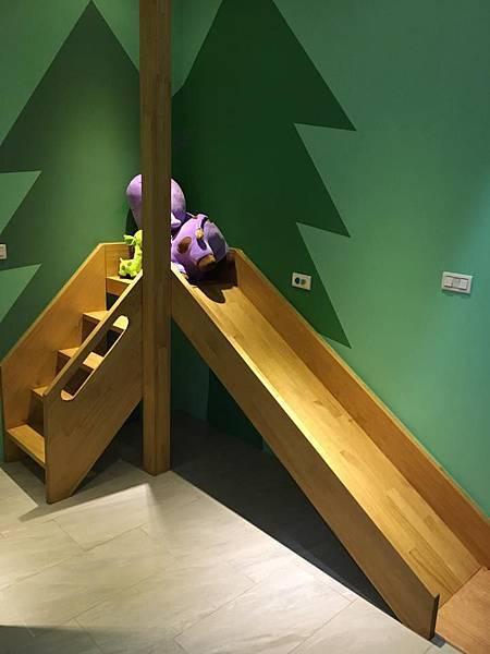 一樓四人房溜滑梯