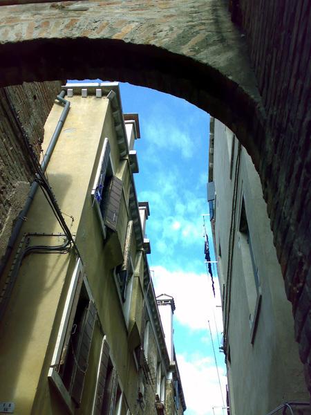 威尼斯的巷弄間