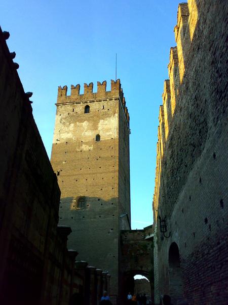 維羅納的古城牆上