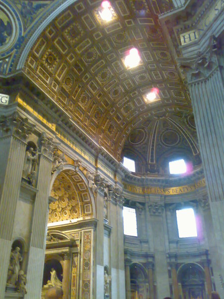 富麗堂皇的教堂內