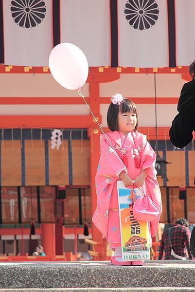 2011-京都之旅-慶祝357節的小女生.jpg