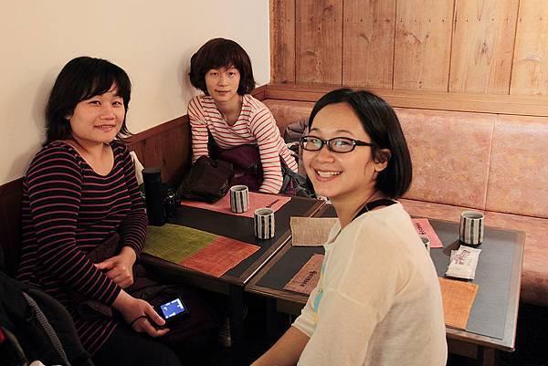 2011-京都之旅-中村藤吉本店-Nancy+小倩+老鼠妹.jpg