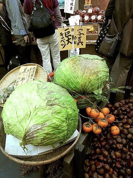 2011-京都之旅-第四天-錦市場-巨大的高麗菜.jpg