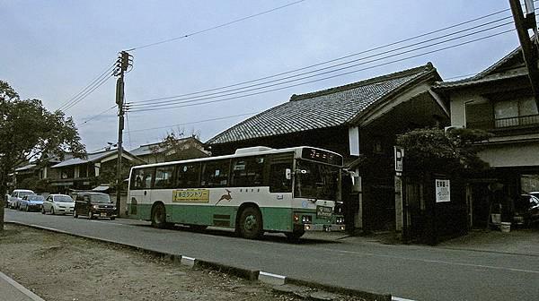 2011-京都之旅-第八天-前往奈良路上-公車-01.jpg