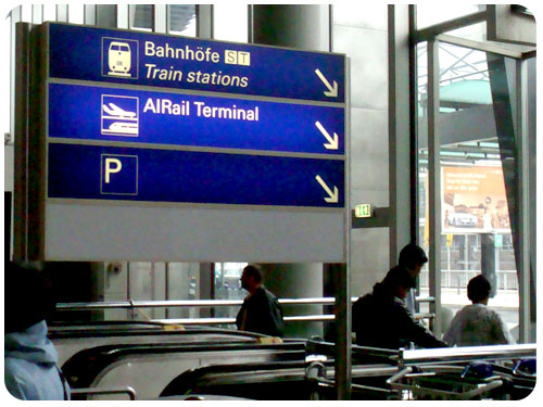 機場搭火車.jpg