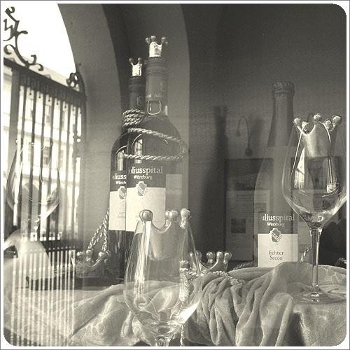 符茲堡-朱利斯養老院櫥窗-01.jpg