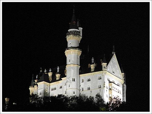 夜晚的新天鵝堡-郝恩修瓦高.jpg