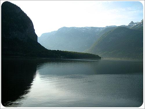 哈茲達特-湖面.jpg