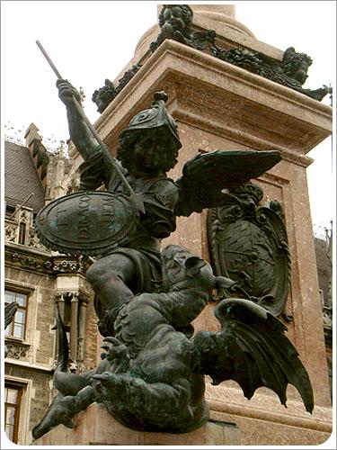 慕尼黑-市政廳廣場-01.jpg
