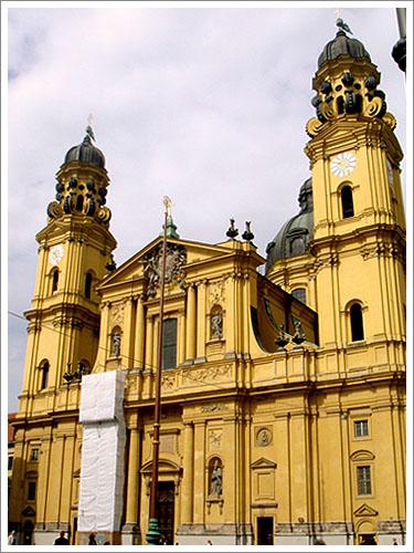 慕尼黑-特亞提那教堂-01.jpg