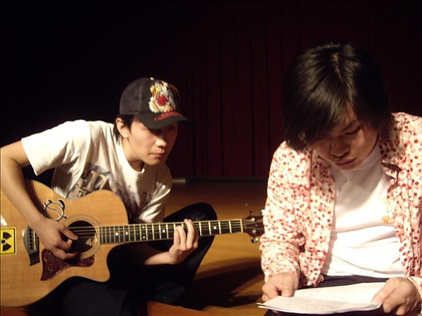 我可以表演自創曲~練習中~