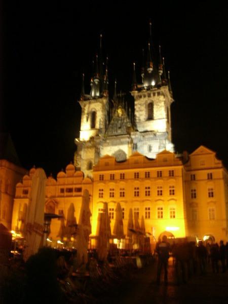 舊城廣場上的提恩教堂(哥德式)