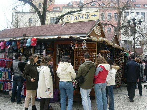 充滿人的布拉格舊城廣場